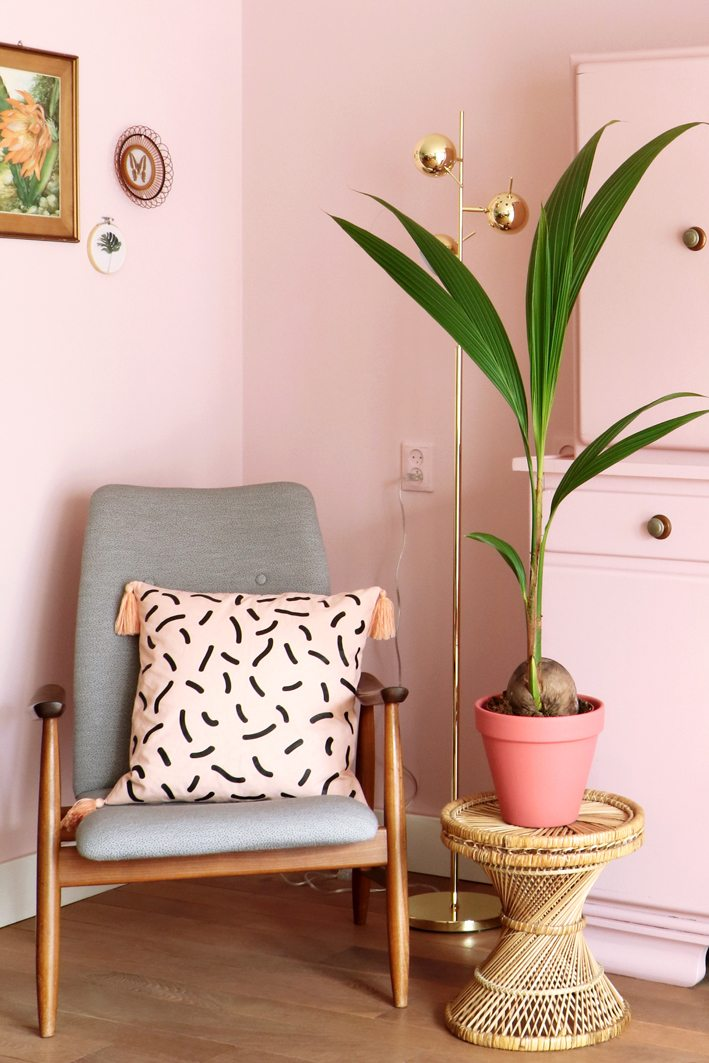 Pink wall, a complete livingroom makeover - Enter My Attic