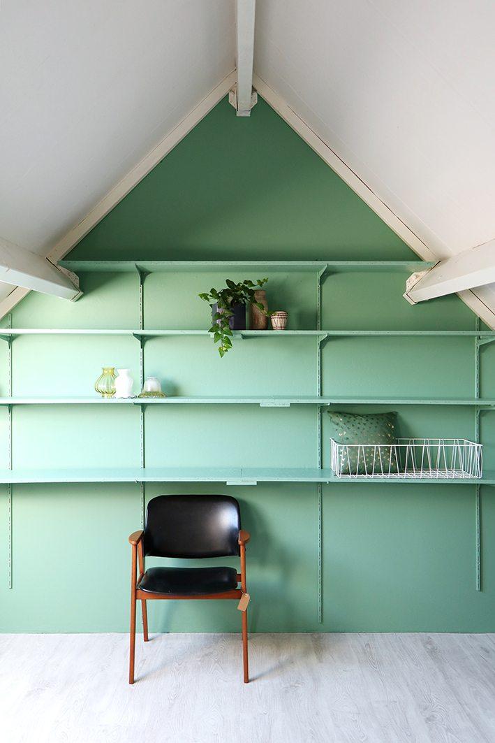 zolder met groene muur