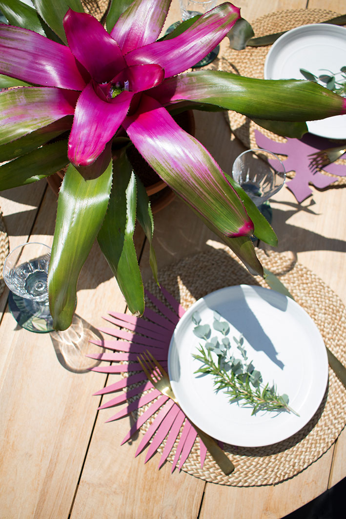 kleur in de tuin op de tafel