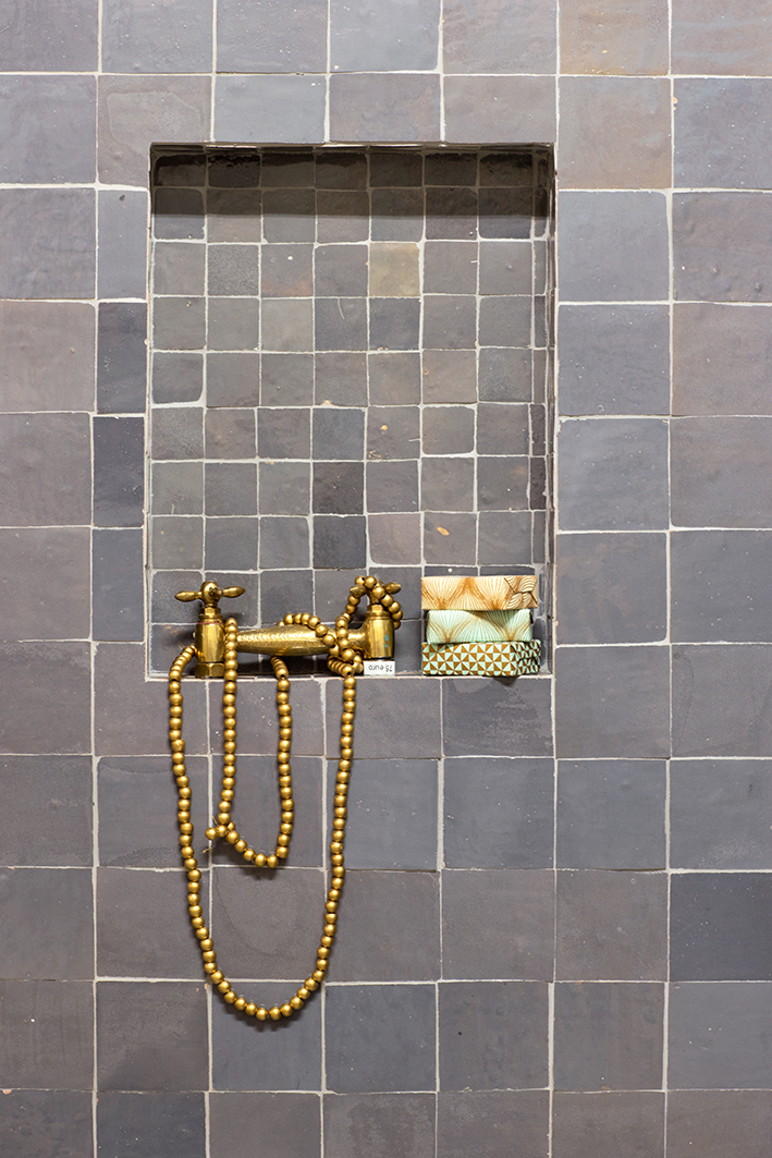 tegels badkamer grijs