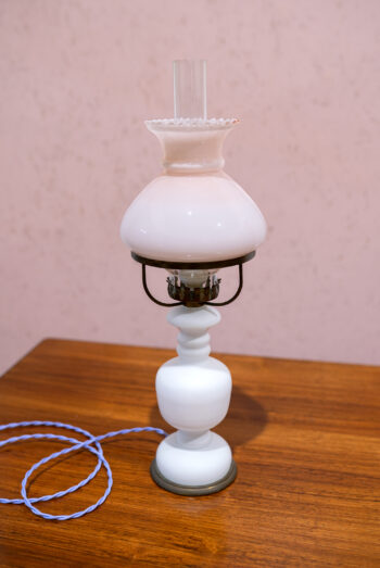 vintage olielamp in roze en wit